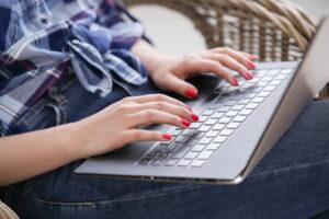 Kiedy kupujemy nowego laptopa, przez dłuższy czas cieszymy się z dość stabilnego działania